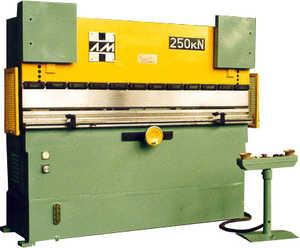 ИП1424 Пресс листогибочный гидравлический (ИП 1424)